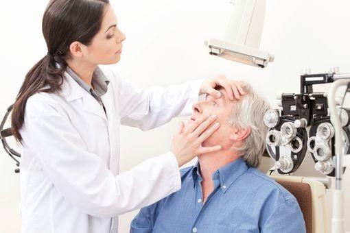 DMLA, causes, symptômes, traitement