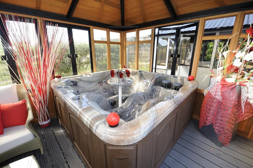 avoir un spa chez soi 3 questions que vous vous posez sur le sujet. Black Bedroom Furniture Sets. Home Design Ideas