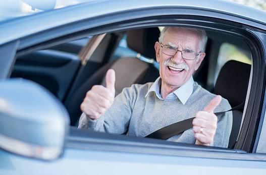 Conducteur senior : conseils pour une conduite plus sûre