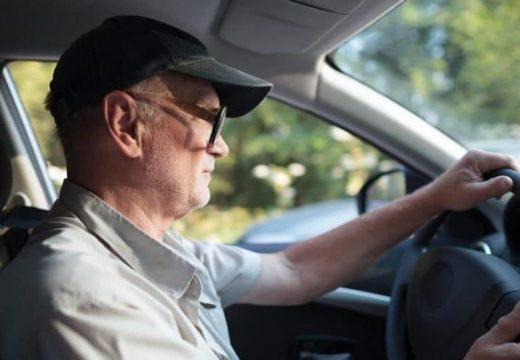 Peut-on devenir moniteur de conduite à la retraite ?